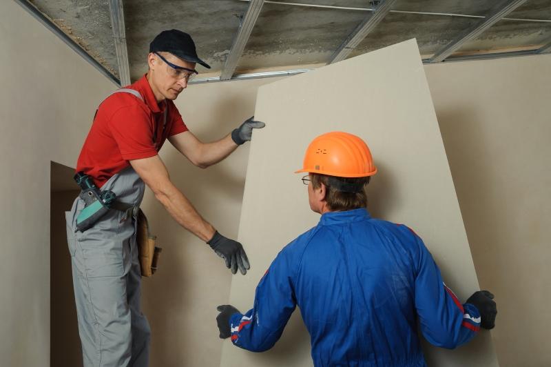 Как отремонтировать провисший натяжной потолок