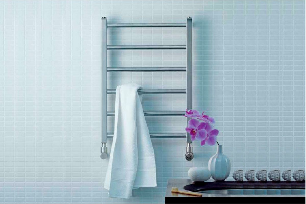 Выбор полотенцесушителя для ванной: виды, конструкция, способы установки